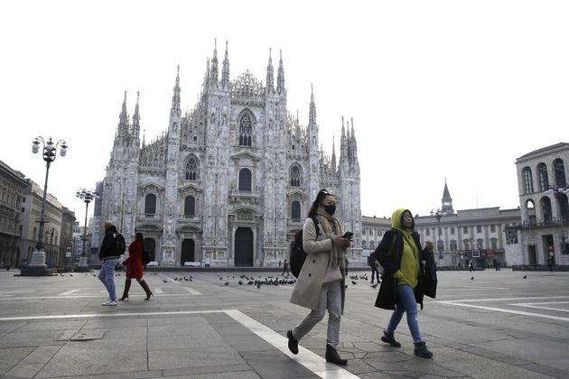 Milán vacía por el