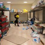 Ιταλία: Ξύλο πάνω από τα άδεια (λόγω κορονοϊού) ράφια των σούπερ