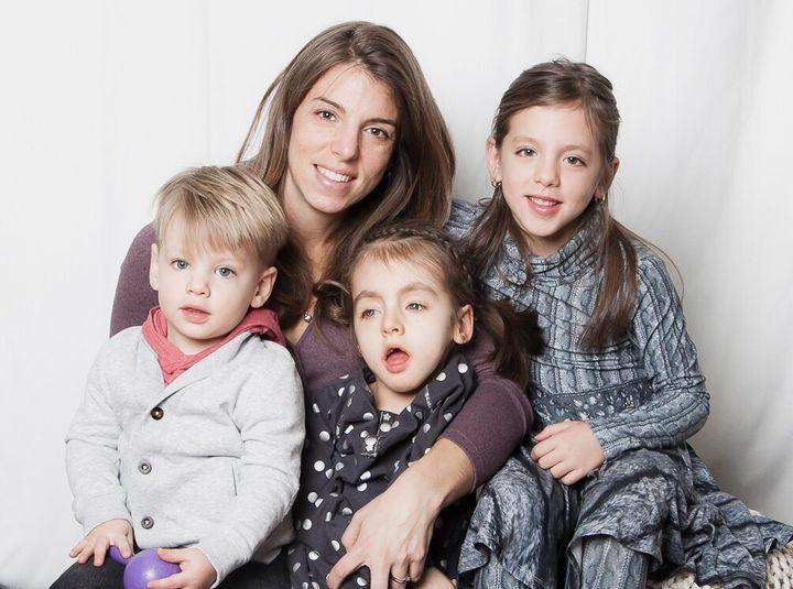 Marie-Ève Couturier et ses enfants: Étienne, Juliette et Florence
