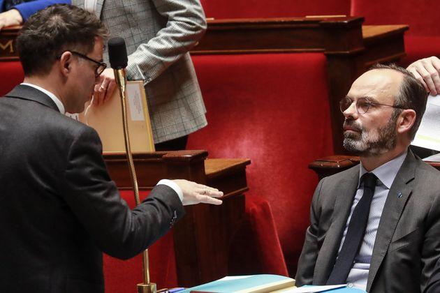 Olivier Faure face à Édouard Philippe à l'Assemblée nationale à Paris...