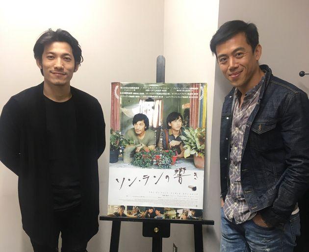 レオン・レ監督(右)と俳優のリアン・ビン・ファットさん(左)