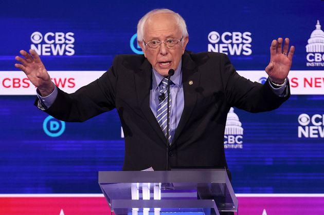 사우스캐롤라이나 프라이머리(29일)를 앞두고 실시된 이번 토론에서 버니 샌더스가 발언하고 있다. 세 차례의 경선이 실시된 현재, 샌더스는 가장 많은 선거인단을 확보하며 선두를 달리고