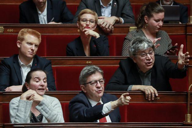 Les députés de la France insoumise assistent à la session de questions aux gouvernement à l'Assemblée...