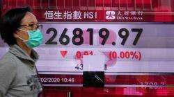 Το Χονγκ Κονγκ δίνει 1.200 δολάρια μετρητά σε κάθε ενήλικο
