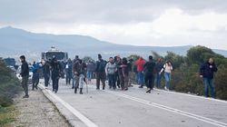 Άγρια επεισόδια στη Λέσβο: 43 τραυματίες αστυνομικοί – Ξέμειναν από