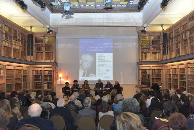 Στιγμιότυπο από την έναρξη του Ετους Αντώνη Σαμαράκη. Στο πάνελ των ομιλητών (από αριστερά) οι Σίσσυ Παπαθανασίου, Ζυράνα Ζατέλη, Ελλη Στάη, Τηλέμαχος Χυτήρης,Περικλής Παγκράτης και Γιάννης Ξανθούλης