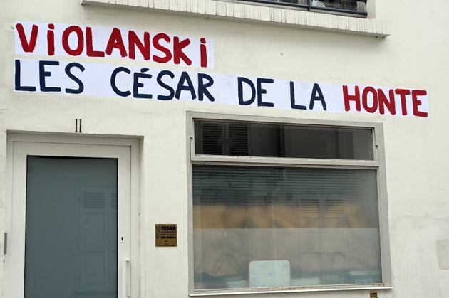 César: des collages anti-Polanski devant la salle