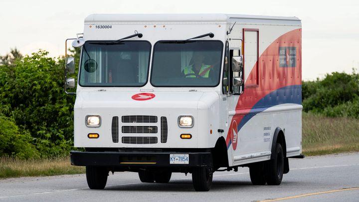 Un camion de Postes Canada.