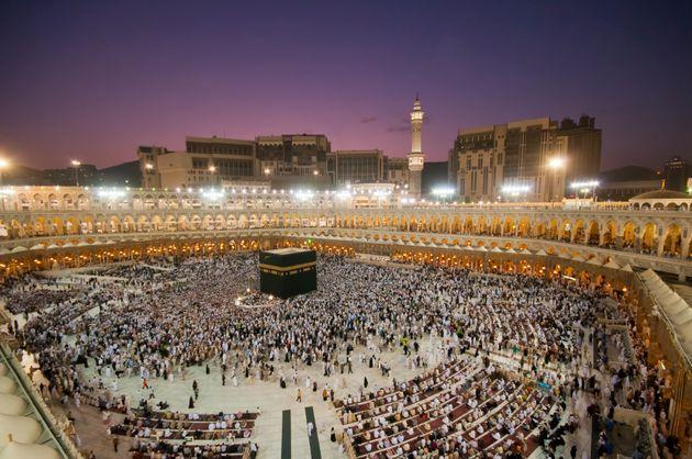 À cause du coronavirus, l'Arabie Saoudite suspend l'entrée des pèlerins sur son...