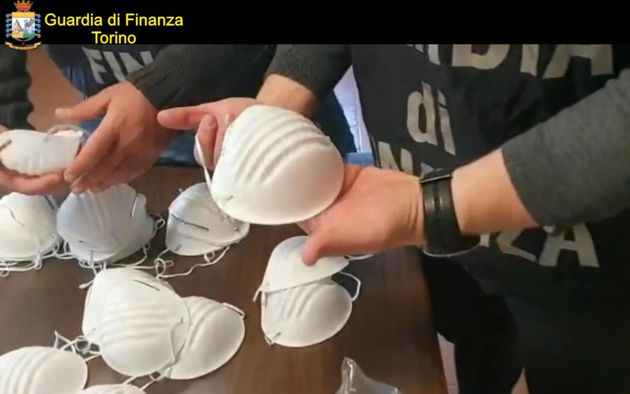 Vendevano mascherine fino a 5000 euro  Venti indagati in tutta Italia