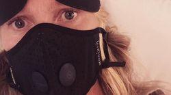 «Tο έχω ξαναπεράσει»: Η Γκουίνεθ Πάλτροου με μάσκα στο αεροπλάνο προειδοποιεί για τον