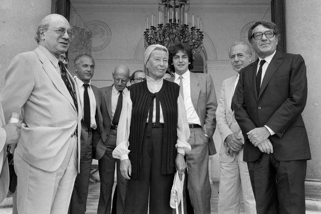 Jean Daniel, à droite derrière Claude Lanzmann, avec Simone de Beauvoir, Alain Finkielkraut...