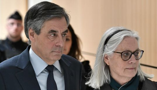 """À son procès, François Fillon déplore des """"dégâts"""