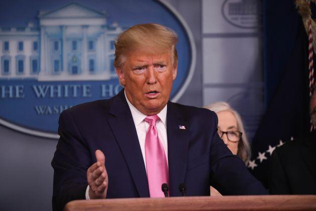 Donald Trump anuncia que el vicepresidente Mike Pence gestionará la crisis del