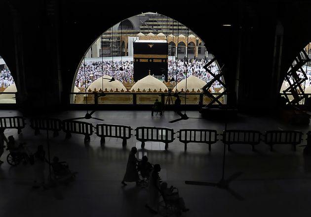 Arabia Saudí suspende la entrada de peregrinos a La Meca por el