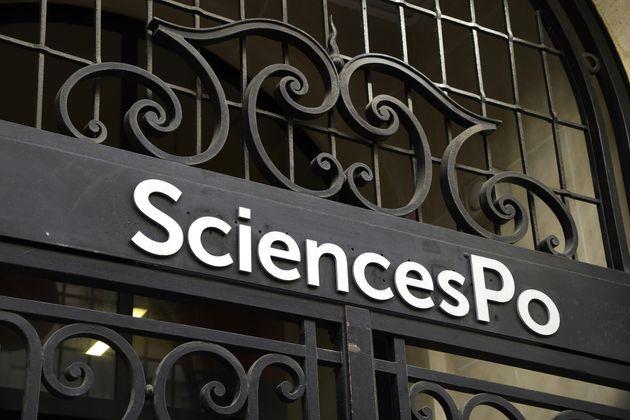Des dizaines d'étudiants de Sciences Po subissent les conséquences de l'épidémie...