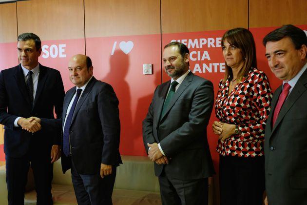 Pedro Sánchez, Andoni Ortuzar, José Luis Ábalos, Idoia Mendia y Aitor