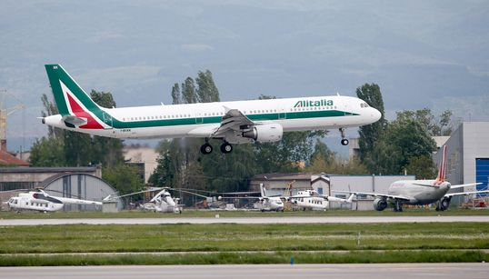 PRIMI PESANTI EFFETTI - Alitalia chiede la cassa integrazione per 4mila dipendenti, anche per