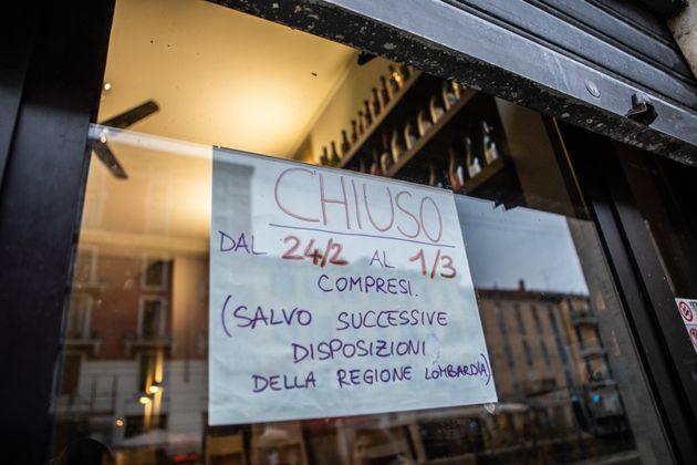 25/02/2020 Milano, Emergenza Coronavirus: alcune attivita' commerciali in zona Navigli hanno deciso di...