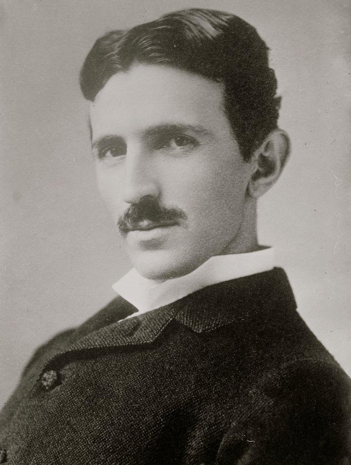 Nikola Tesla com 34 anos de idade, por volta de 1890.