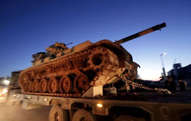 Un char turc à la frontière turco-syrienne à Bab al-Hawa le 9 février