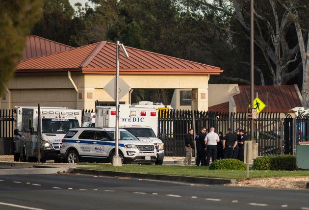 Des ambulances au seins de la base aérienne