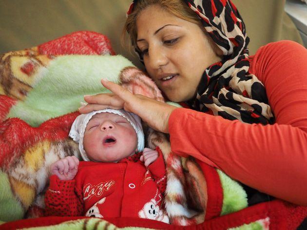 シリア、アレッポから避難してきた家族に、新たな命が生まれた日