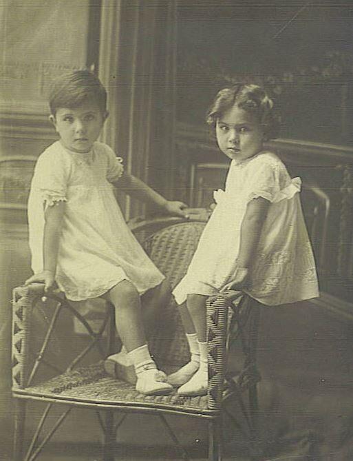 Η Άλκη με την αδελφή της Λένα, Σάμος, 1926.