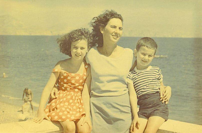 Η Άλκη με τα παιδιά της, καλοκαίρι 1964, Κριμαία