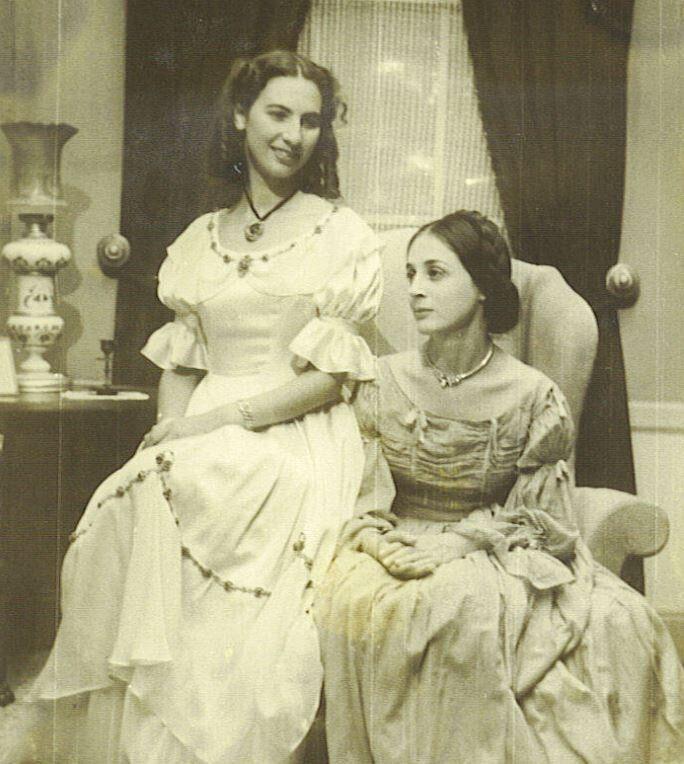 Η νεαρή Άλκη με την Έλλη Λαμπέτη
