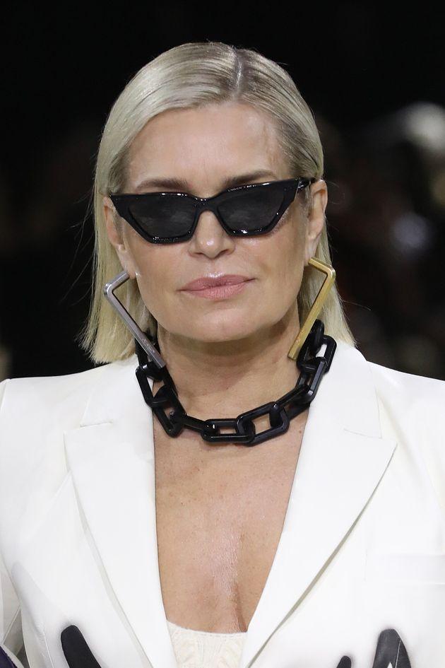 Yolanda Hadid défile avec ses filles à la Fashion Week de