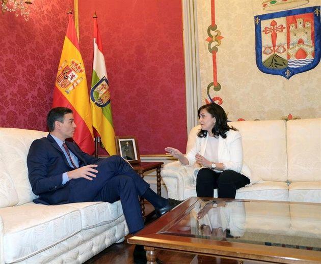La presidenta de La Rioja, Concha Andreu, mantiene una reunión con el presidente del Gobierno, Pedro...