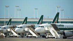 Troppi posti vuoti sugli aerei da e per l'Italia, Alitalia elimina 38