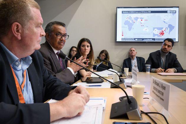 Des dirigeants de l'OMS, dont le directeur général Tedros Adhanom Ghebreyesus (2e à...