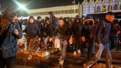 Des centaines de réfugiés bloqués à la frontière entre Grèce et