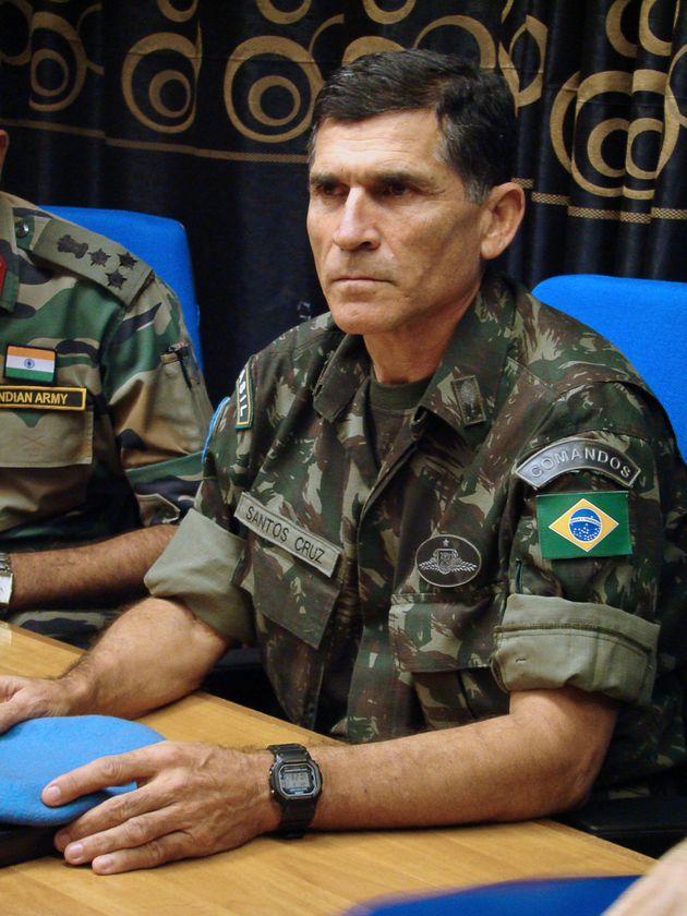 Santos Cruz em entrevista coletiva à imprensa como comandante das tropas da ONU no Congo, em junho...