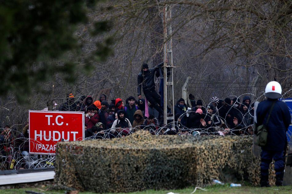 Αστυνομικός στις Καστανιές, οι μετανάστες προσπαθούν να εισέλθουν στην Ελλάδα