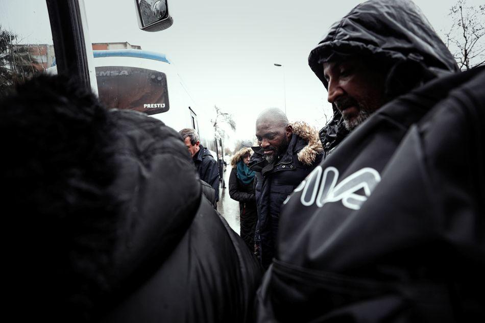 Μετανάστες στο λεωφορείο για τα σύνορα Τουρκίας-Ελλάδας