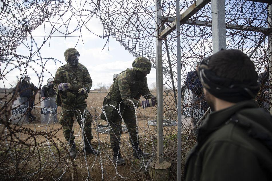 Μετανάστες προσπαθούν να περάσουν τα σύνορα Τουρκίας-Ελλάδας