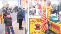 Un puesto de churros con la bandera de España y el toro de Osborne arrasa en la concentración independentista de