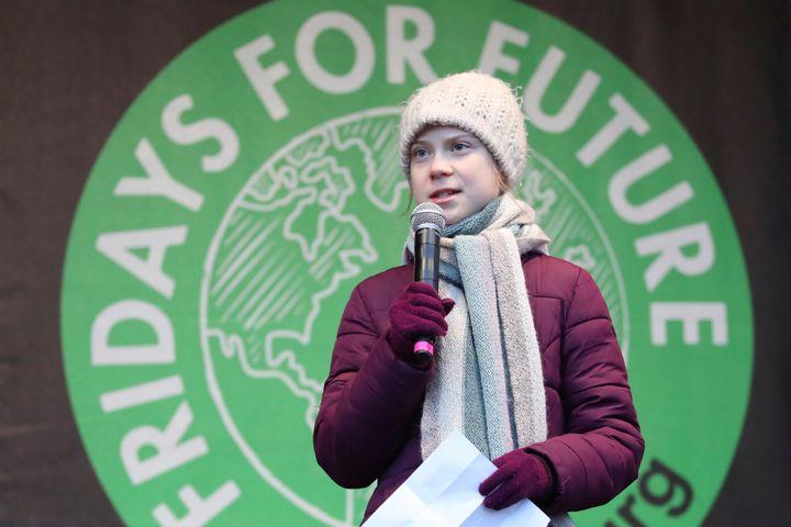 """Greta Thunberg s'adresse à des militants du mouvement """"Vendredis pour l'avenir"""" (Fridays For the Future), le 21 février 2020 à Hambourg, en Allemagne. (Christian Charisius/dpa via AP)"""