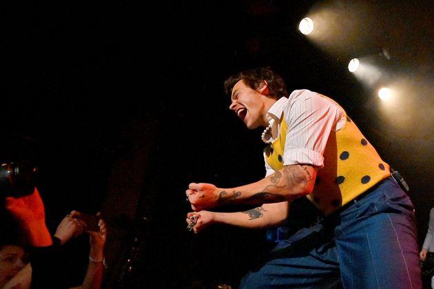 Harry Styles actuó el viernes en New Music Hall of Williamsburg de York para una multitud invitada de SiriusXM ...