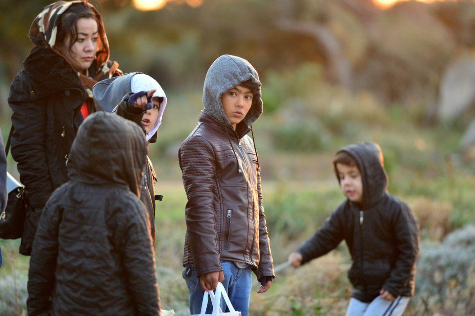 ΔΟΜ: Τουλάχιστον 13.000 πρόσφυγες στα σύνορα Τουρκίας-Ελλάδας - Μεταξύ τους οικογένειες και