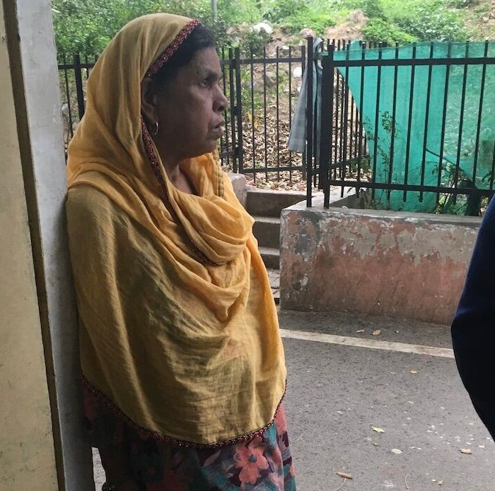 Kismatun, Faizan's mother, waiting at the mortuary for the post-mortem, which was delayed until the family approached a court.