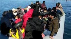 Habitantes de Lesbos tratan de impedir el desembarco de una lancha con varios niños