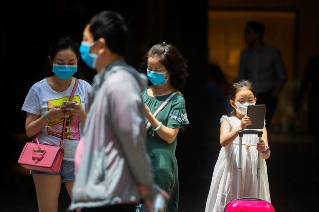 People in Sydney's CBD are seen wearing masks on January 31, 2020 in Sydney,