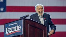 Dick Van Dyke Schinken Es Bis Auf Bernie Sanders Rallye, Menge Gesänge