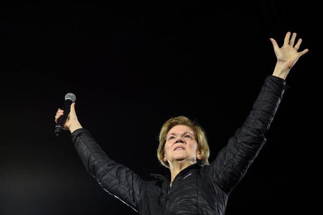 Elizabeth Warren durante un acto de