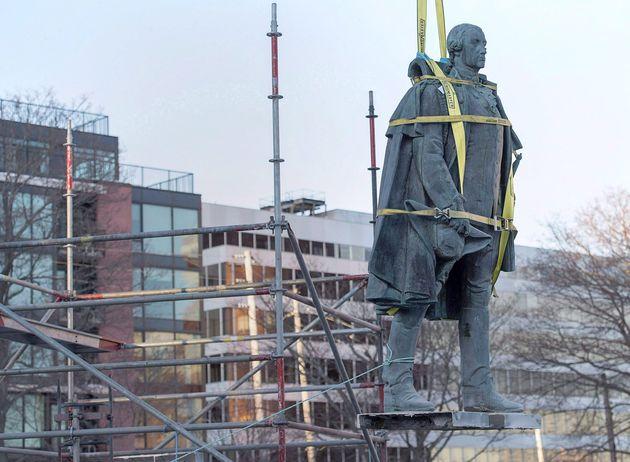 Le retrait de la statue d'Edward Cornwallis à Halifax, le 31 janvier