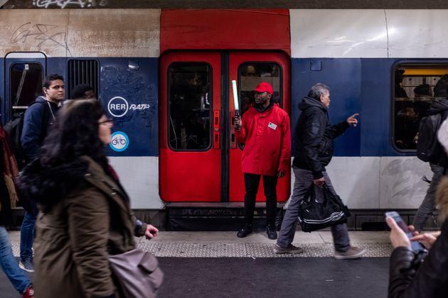 Un RER B pendant la grève de décembre 2019 (photo